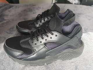 Black Nike Huaraches