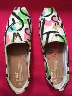 Toms Classic canvas shoes