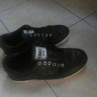 Sepatu bebas