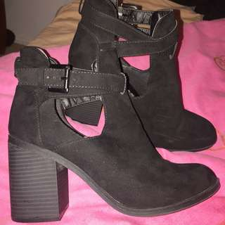 Size 9 | Heel Boots