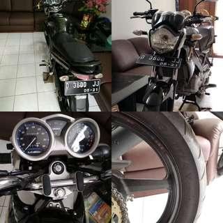 FOR SALE !! Yamaha Vixion 2011 , Barang Mulus , Masih Bagus👍 , Jarang dipake, KM 1600 , Ban Battlax bt39 . Lokasi Bandung .