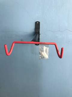 Wall mounting bracket for bicycle