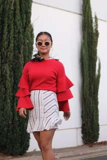 Red flare sleeve knit