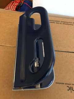 Heavy duty hole puncher