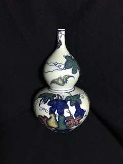 Qing dynasty fulu Famille rose vase 20cm high. 清乾隆年製湖沪并