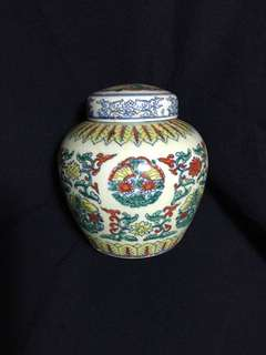 Ming dynasty Cheng Hua Sky mark small brilliant Color vase15cm high. 大明成化年製天子罐。