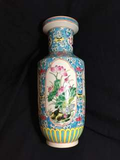 Qing dynasty Kangxi Mark Famille rose vase with birds n flowers 38cm high. 清代康熙年製粉彩花并花鳥纹