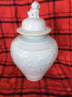 Qing dynasty celaron jar with cover . 清代仿元风格博古影青釉并。30 cm .