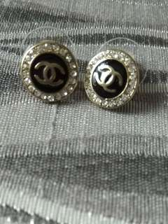 Chanel style small earring
