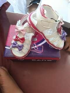 Sepatu anak dans dan's perempuan