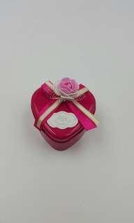 玫瑰花盒 (塑膠花) 有瑕疵