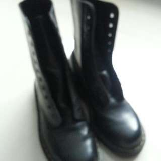 6Dr Marten High Cut Leather Shoe