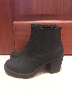 Sportsgirl (lipstik lookalike) black heel boots size 7