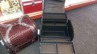 Make up box 黑和红两色
