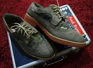 Ysh camo wingtip derby boots (like new)