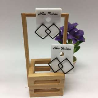 Square shape earrings
