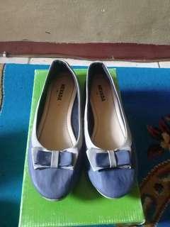 Flatshoes biru