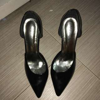 REPRICED CLOSED BLACK STILLETO