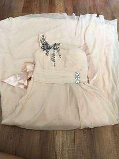 HQ gown pesta