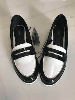 <60% OFF> Black and White Loafers Shoes