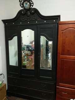 古老的衣櫃