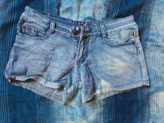 Midwaist denim shorts