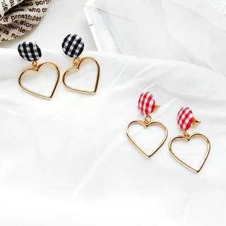 🌸 Tartan plait checkered gold heart rim dainty minimalistic earrings
