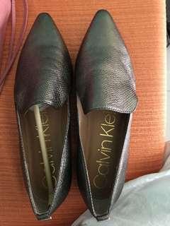 Calvin Klein CK snakeskin embossed metallic loafers size 8 US womens