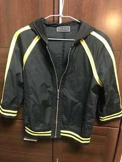 黑色類防水材質七分袖外套