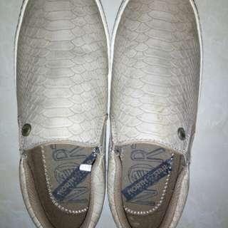 Sepatu wanita merk BATA
