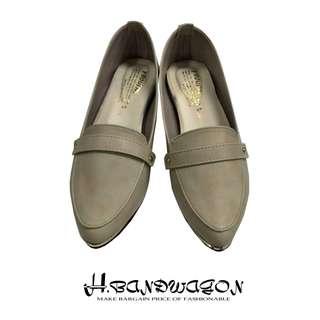 【H.BANDWAGON】復古油皮金屬頭拼接鉚釘皮帶釦造型尖頭低跟鞋 皮鞋 樂福鞋 包鞋 休閒鞋
