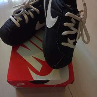 Nike Shoe (Boys, Size UK 7.5)
