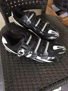 Geometric cycling shoes (size-44)