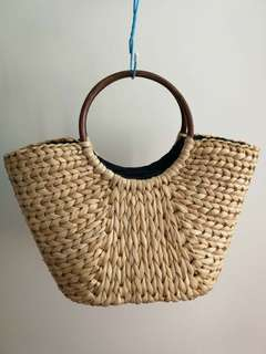 Women's straw woven hand bag