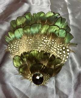 Peacock pattern feather hair clip