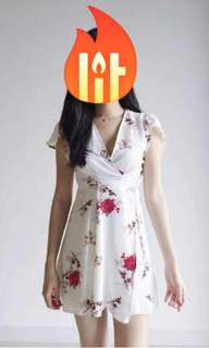Floral self-wrap dress (BRAND NEW S SIZE)