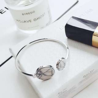 Marble Tablet Bracelet (White)