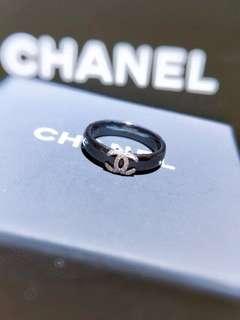 18K金鑲鑽黑陶瓷戒指