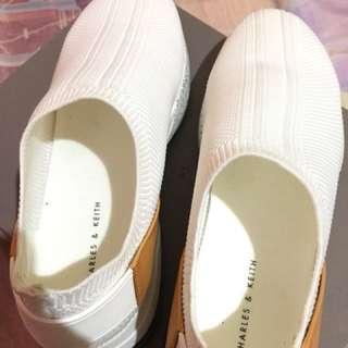 Charles n keith sneakers slip on white (like new)