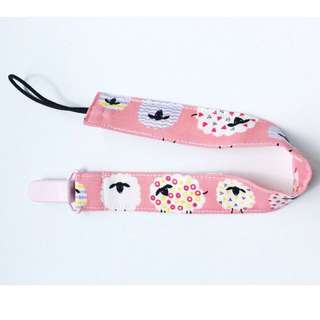 Fluffyandco pacifier strap with loop