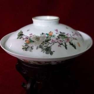 文革辉煌的艺术遗产  - 粉彩绘花卉蓋碗