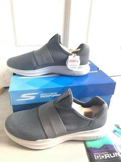 Authentic Skechers Men's Go Run Mojo-Mania Sneaker Us-12 Uk-11   Bought from USA Online  Brand New With Box  Letting go Too big for me  Retail price $109  Your gain my lost