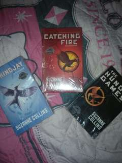 The Hunger games Trilogy [Flipino Edition]