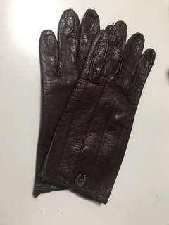 Vintage Etienne Aigner leather gloves in burgundy