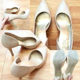 Nude heels for Php250 only!!!