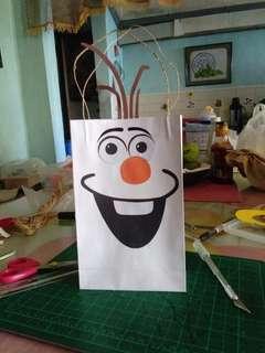Paper loot bag (frozen)