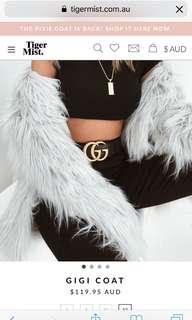 fur coat 💅🏽