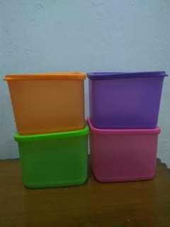 medium square round tupperware