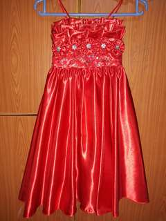 Kids Red Gown fits to 3-4 yrs old