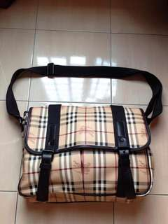 Burberry messenger classic sling bag 100% authentic